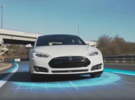 Tesla на автопилоте столкнулся с грузовиком