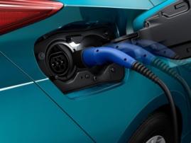 Toyota выпустит электромобиль с получасовой зарядкой батарей