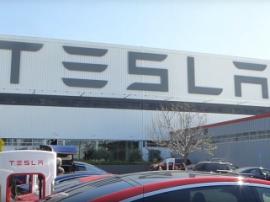 В Tesla столкнулись с нарушением поставок Model 3