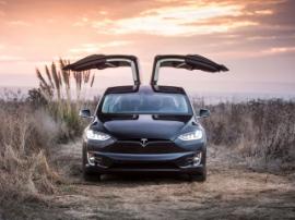 В Украине появились первые модели электрокроссовера Tesla Model X