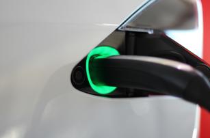 Власти Сингапура назвали Tesla вредными для экологии