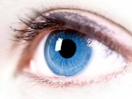 Врачи использовали робота, чтобы провести уникальную операцию внутри глаза пациента