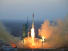 Запуск китайского космического корабля «Шэньчжоу-11» прошел успешно
