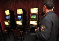 Владелец подпольного казино спасся от милиции через окно
