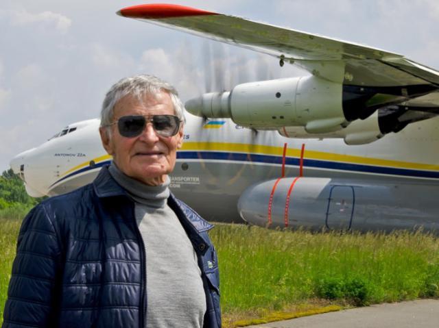 16716 часов в воздухе: скончался известный летчик-испытатель Юрий Курлин