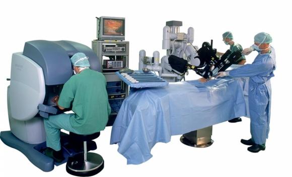 5 роботов, которые изменили наши представления о хирургии