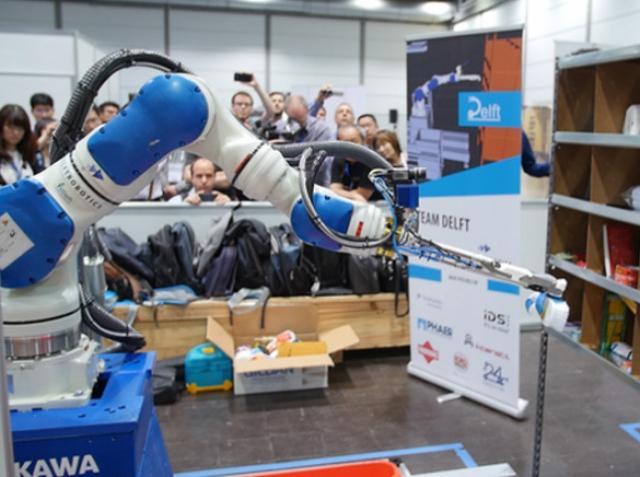 Amazon назвала самого быстрого и аккуратного робота-кладовщика