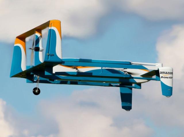 Amazon запатентувала метод скидання вантажу з дрона в контейнері з радіокеруванням