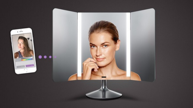 Американцы отправили в продажу зеркало с умной подсветкой