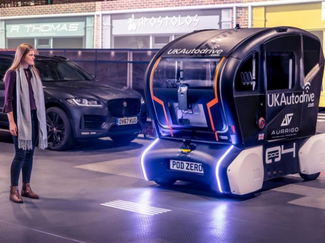 Беспилотные авто и умные светофоры: как цифровизация влияет на автомобильную отрасль