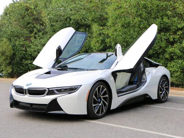 BMW i8 собирают роботы (видео)