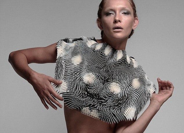 C помощью 3D-печати была изготовлена реагирующая на интерес противоположного пола одежда