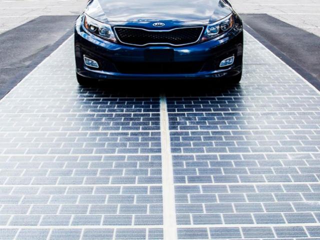 Ділянку дороги в США обладнали сонячними панелями