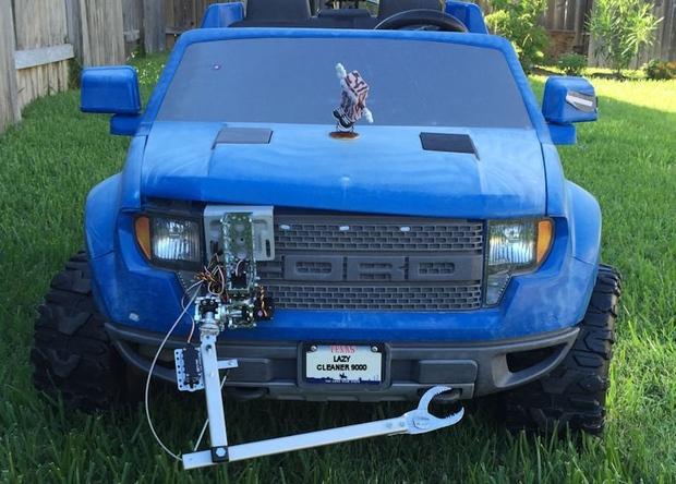 Детский электромобиль стал роботом-мусорщиком
