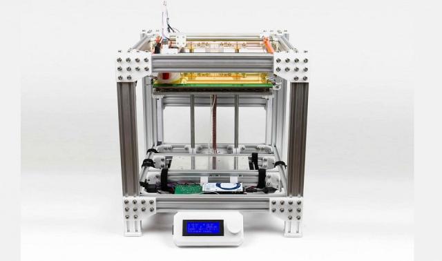 Для сборки 3D-принтера голландец использовал детали, напечатанные материалом Colorfabb XT
