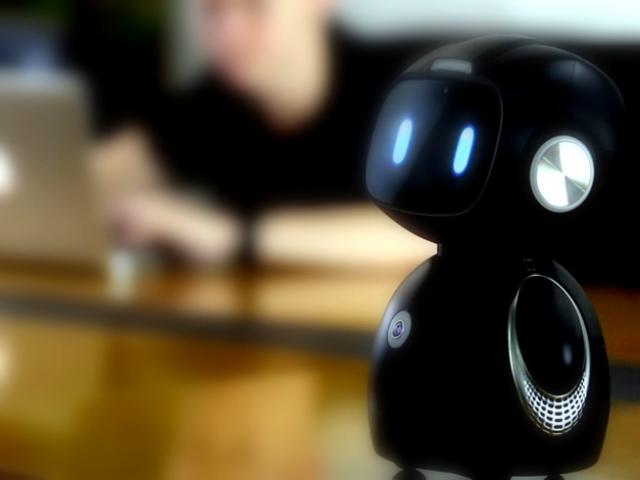 Домашний помощник Alexa от Amazon воплотился в милом умном роботе Yumi
