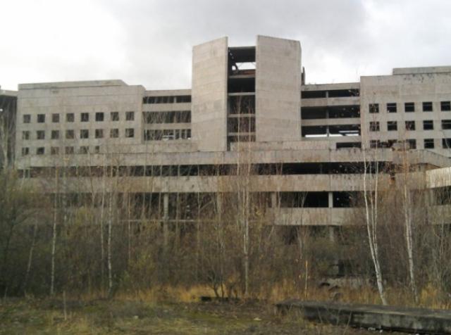 Дрон-рейсинг в недостроенном госпитале