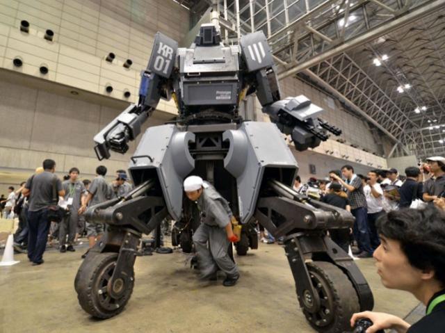 Дуэли человекоподобных роботов быть!