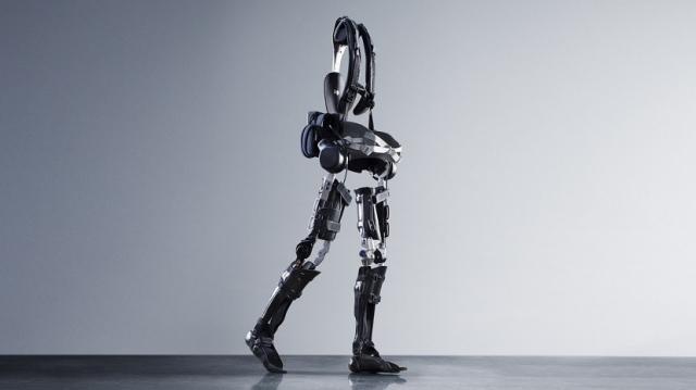 Экзоскелет за 40 тысяч долларов научит людей ходить заново