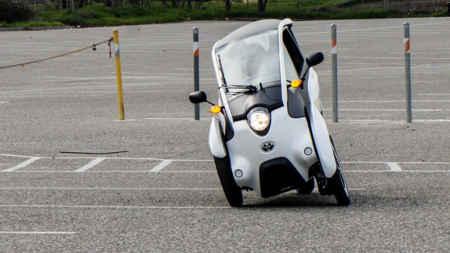 Toyota i-Road electric one-seater brilliant in the turns