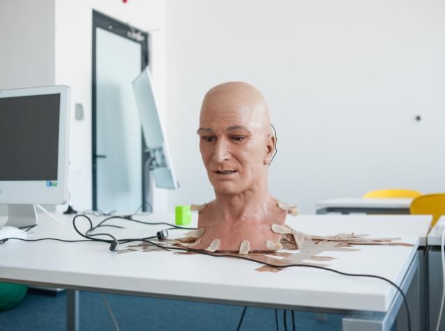 «Гагарин» – робот с человеческим лицом. Обзор