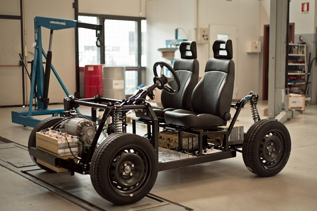 Гонконгская компания представила электромобиль, который может построить каждый!