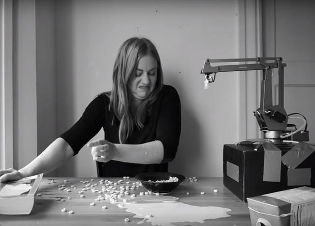 Журналистка научила робота готовить завтрак