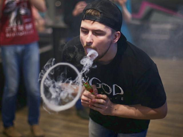 How to blow e-cig vapor rings