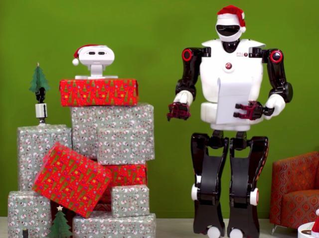 Как роботы празднуют Новый год? Подборка праздничных видеороликов