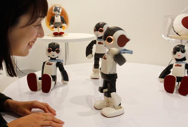 Карманный смартфон-робот будет разработан в Японии