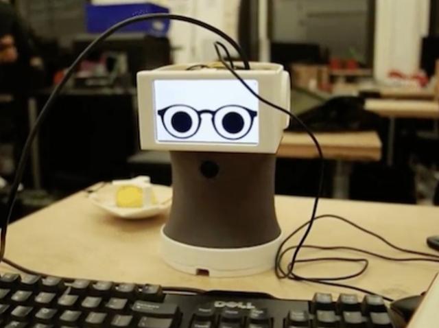 Картинки вместо слов: создан робот, который общается с помощью гифок