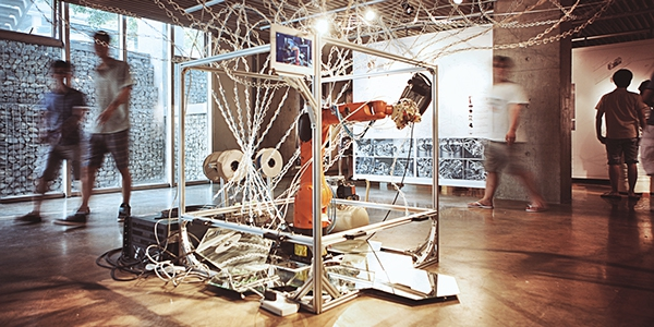 Chinese students develop 6-axis KUKA+ABS 3D printing robot inspired by spiderwebs