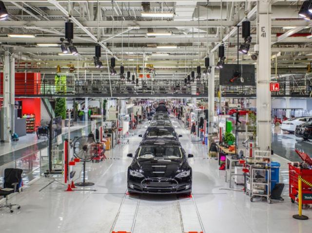 Компания, производящая промышленных роботов, была приобретена Tesla Motors