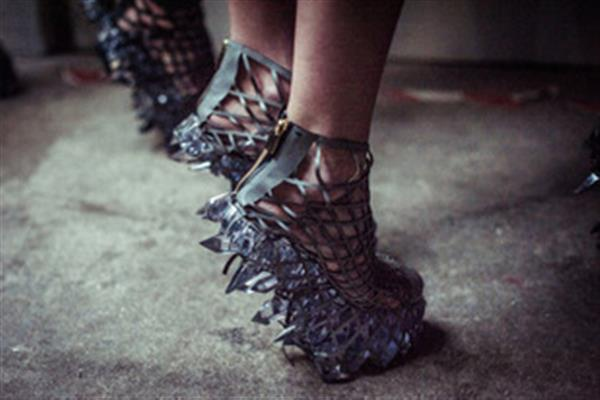 Iris van Herpen's Crystal-esque 3D printed dress & shoes for Paris Fashion Week turns heads on the runway