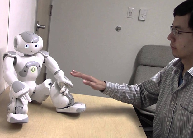 Люди смущаются, когда трогают роботов в «запретных» местах