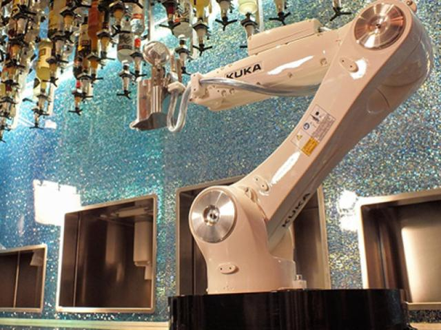 Манипуляторы-бармены будут обслуживать посетителей