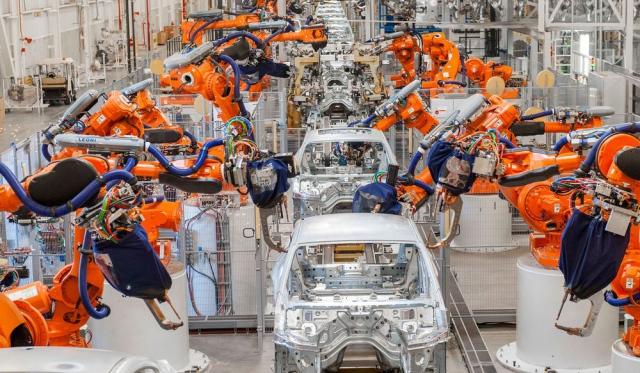 Mercedes отказывается от использования роботов для сборки автомобилей