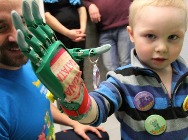 «Моторика» создала 3D-печатный протез руки для 4-летнего мальчика