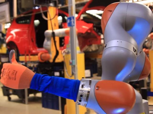 На заводе Ford начали работать гуманоидные роботы