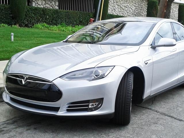 Нові технології компанії Tesla реабілітували репутацію її електрокарів