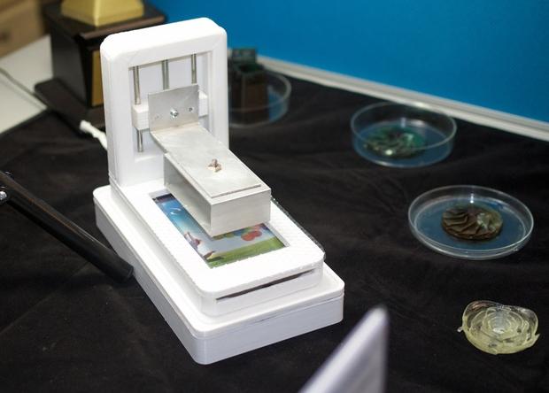 Новый 3D-принтер использует смартфон в качестве основы