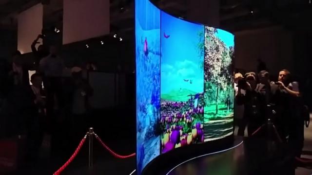 Новый S-образный дисплей от LG
