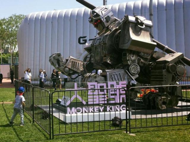 Обезьяна-гладиатор: в Китае создали необычного боевого робота