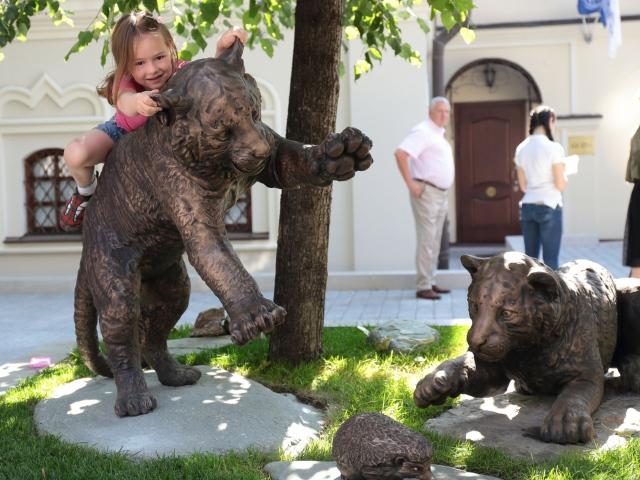 Памятник тигрятам в центре Москвы создан с помощью 3D-принтера