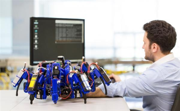 Паукоподобные роботы будут создавать сложные объекты с помощью 3D-печати