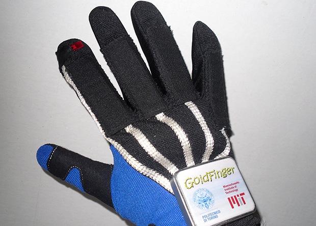 Перчатка-контроллер, которая работает от движения руки