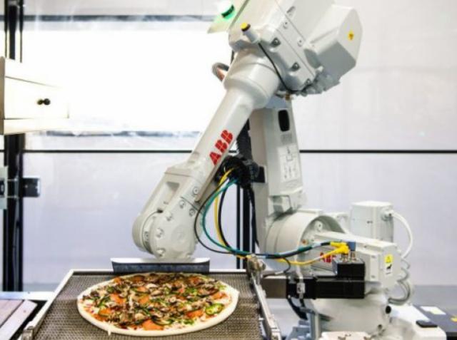 Первые роботы для приготовления пиццы в заведении Zume Pizza