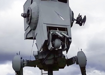 Поклонник «Звёздных войн» соорудил боеспособную копию шагохода, который украл Чубакка на планете Эндор
