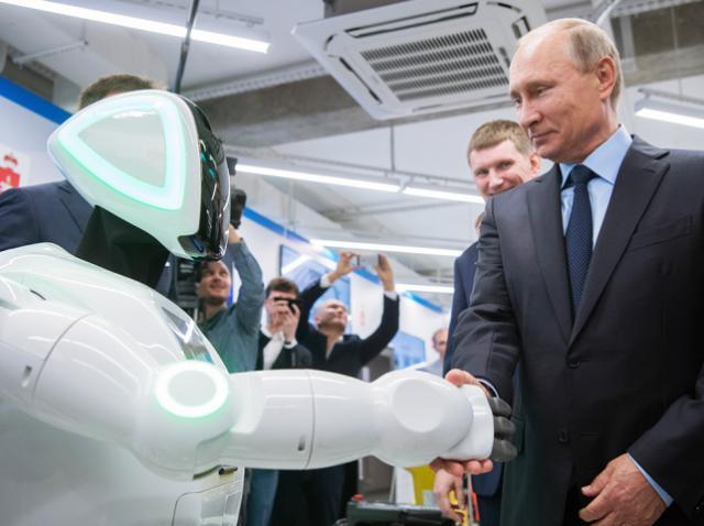 Путин пообщался с роботом-андроидом во время поездки в Пермь