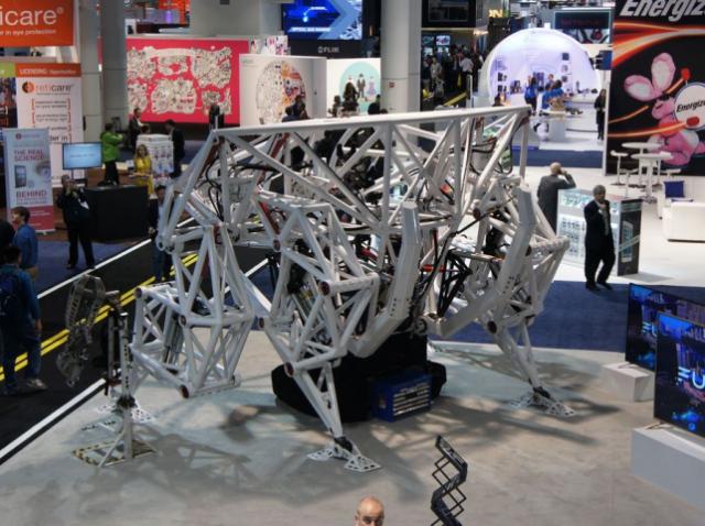 Пятиметрового экзоскелета-робота показали на CES 2017